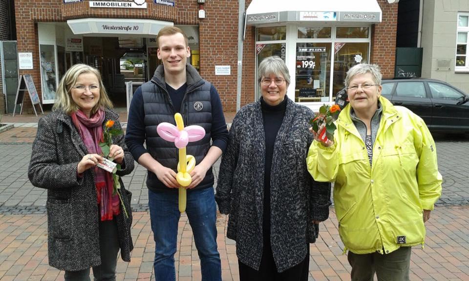 SPD verteilt Rosen in der Wildeshauser Innenstadt
